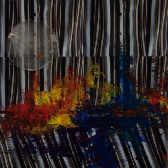 « Comprendre mon humanité », Acrylique, photos, bijoux et vernis sur panneau de fibre de bois, Carole-Yvonne, 2012, sur http://culturat.org/boutique/items/comprendre-mon-humanite.